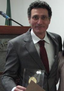 Carlos Eduardo Negrão foi docente homenageado pela Comissão de Pesquisa.