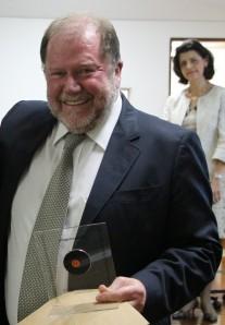 Alberto Carlos Amadio  foi homenageado como um dos primeiros egressos da Pós-Graduação da EEFE. Ele completou seu mestrado em 1980.