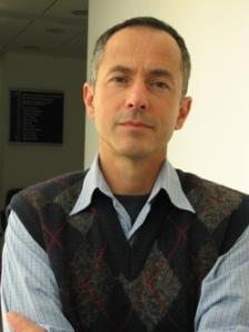 Luis Augusto Teixeira  foi homenageado como um dos primeiros egressos da Pós-Graduação da EEFE, nível doutorado, que ele defendeu em 1995.